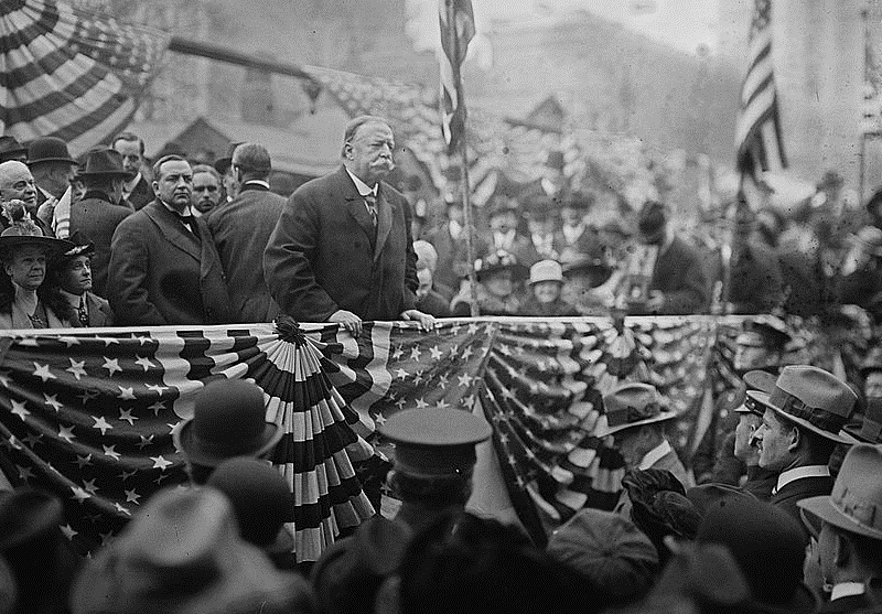 President Taft addresses a crowd.