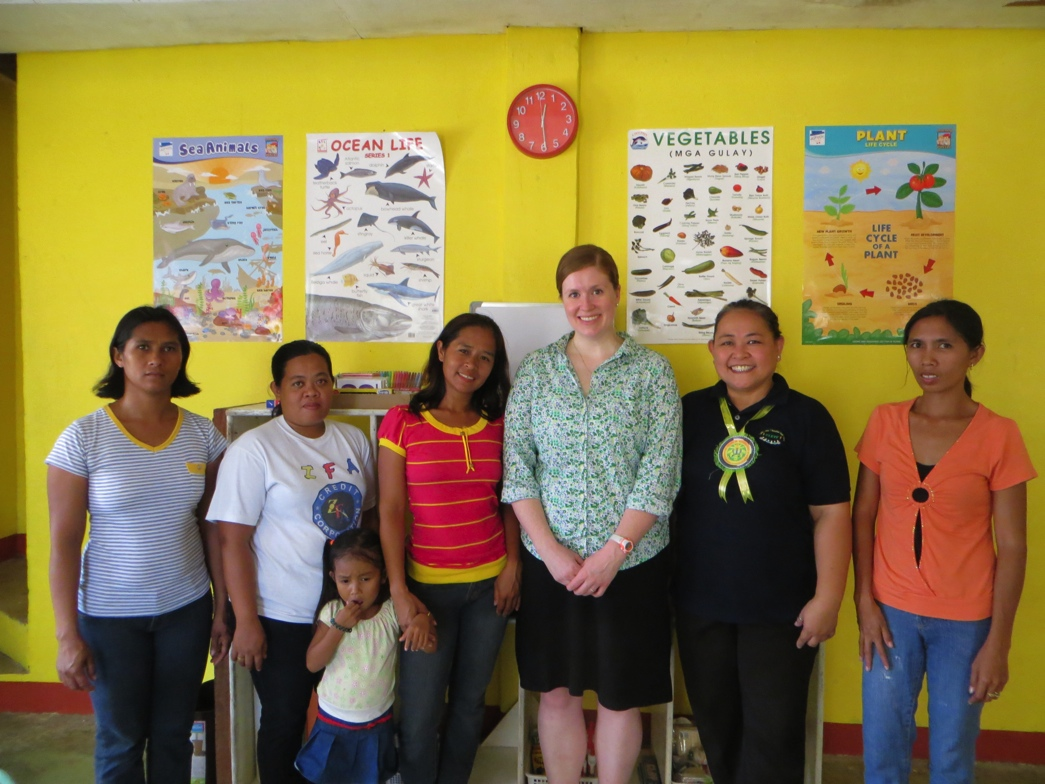 ILAB's Shelley Swendiman (third from right) and Project Director Daphne Culanag (second from right) met with one of the community watch groups in Negros Occidental.