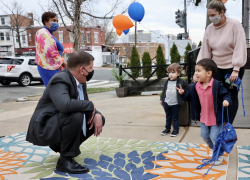 Secretary Walsh meets children, parents and staff at a D.C. daycare.